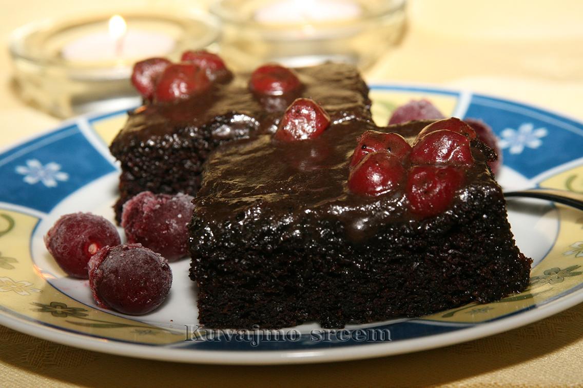 Crni kolač sa višnjom