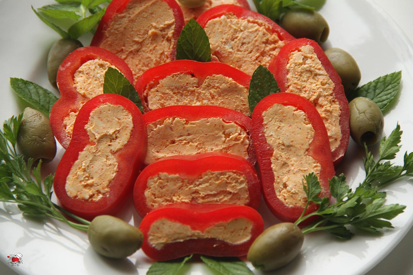 Urnebes salata u paprici